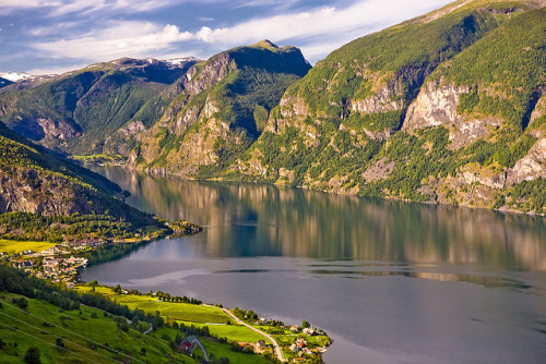 seqwa:  A stop along Aurlandsfjellet by kennymatic on Flickr.