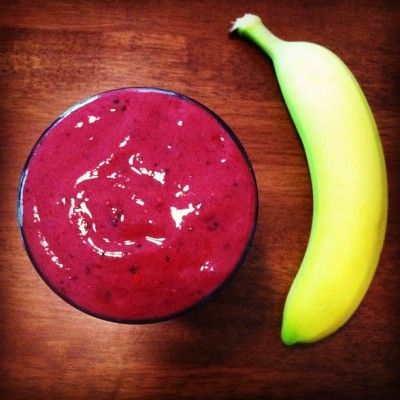 peace-through-rawveg:  A good ass smoothie and banana for lunch. In the smoothie: banana, mixed berries, goji berries, water, almond milk. #801010 #smoothie #recovery #rawvegan #vegan #banana #fruit #fruitarian #fruigivore #herbivore #plantbased #intake