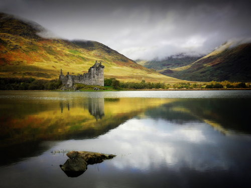 landscapelifescape:  Kilchurn castle, Loch Awe, Scotland in Awe  by KENNY BARKER