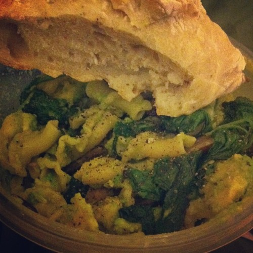#spinach and #mushroom #pasta with mashed #avocado and freshly baked homemade #herbbread :)