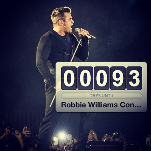 Can't wait…😍😊#robbiewilliams#estonia #tour #tallinn #takethecrown #photo #people #swag #happy #world #life #live #beautiful #music #singer #summer