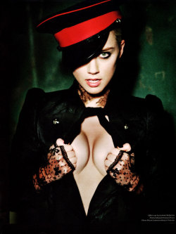 smooth:  Amber Heard by Ellen von Unwerth for Vs Magazine F/W 2011 - Touchpuppet