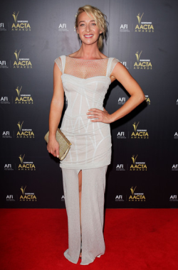 NYE FASHION SPECIAL - ASHER KEDDIE: CLASSIC WHITE  One of the most anticipated nights of the year is coming up - NEW YEARS EVE! No matter where you are around the world, and what you're getting up to; a fantastic outfit that allows confidence to ooze out of you is the key to an unforgettable night! We've decided to have a look at none other than our fave celebs for some inspiration when it comes to the style stakes for this year's ultimate party central zone! Image Source: Zimbio
