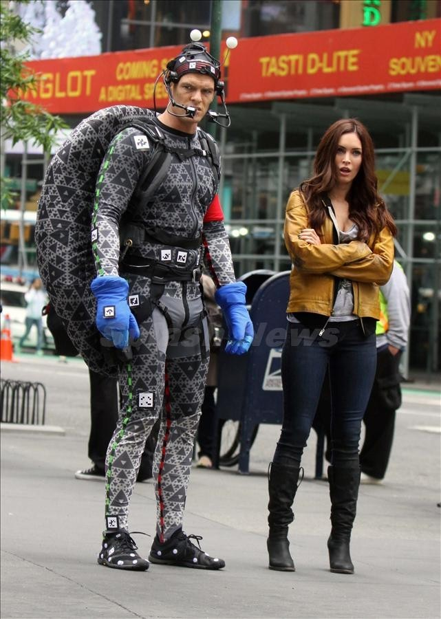 New TMNT Set Pictures New pictures of Alan Ritchson in his motion capture suit on the set of Teenage Mutant Ninja Turtles. (x)