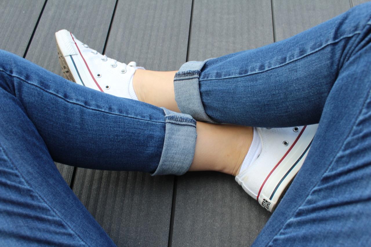 Фото в джинсах только ноги 7 фотография
