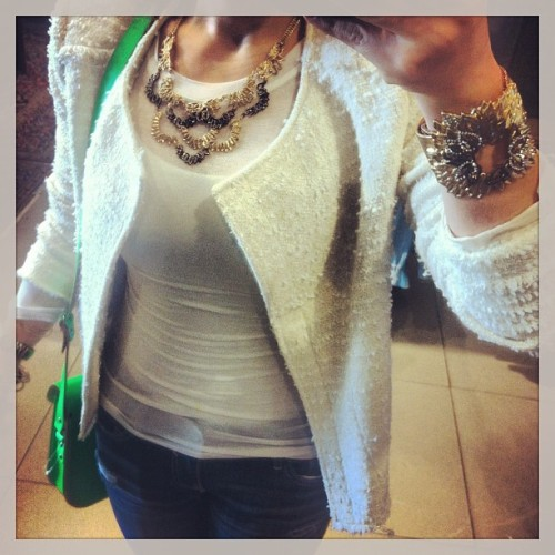 Sunny day in LA #ootd {white tweed blazer @nordstom + glam rock #jewelry @chloeandisable + @bloomingdales neon satchel} #fashion #outfit #losangeles #chic #instafashion