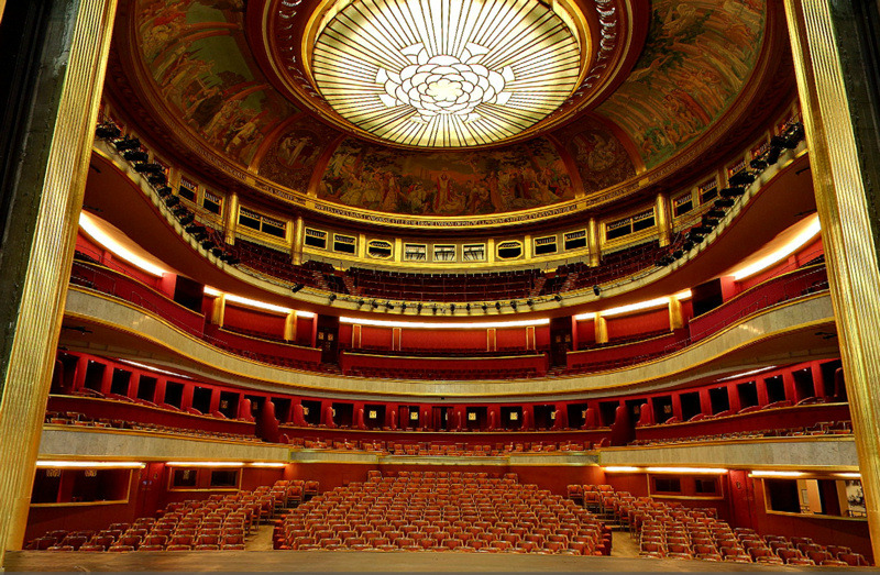 German musicals are a way of life prominent theatres and - Plan salle theatre porte saint martin ...