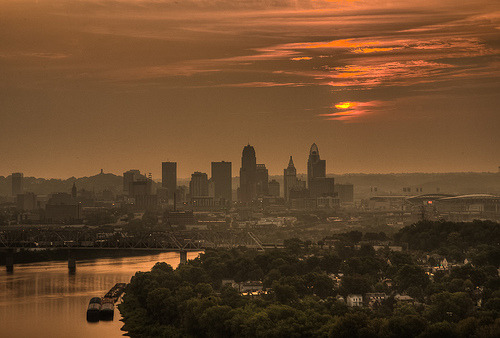 metromind:  Cincinnati, Ohio skyline at sunrise.  Skyline.