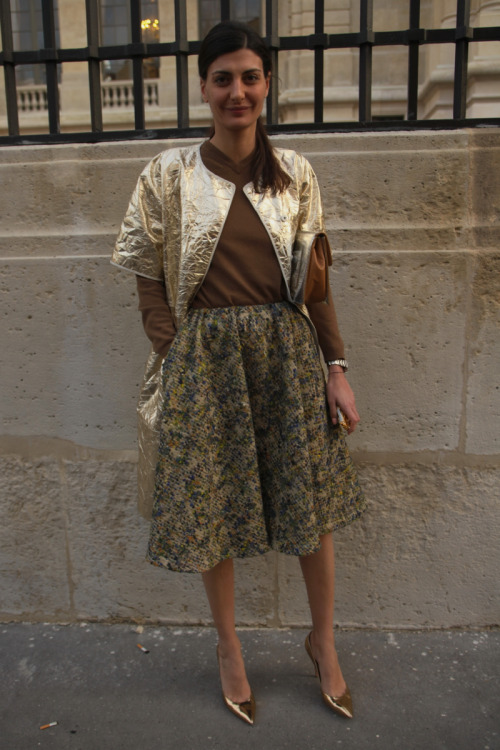 Muted tones and a touch of metallic on @luomovogue's @bat_gio at #PFW #StreetStyle WGSN Street Shot, Paris Fashion Week