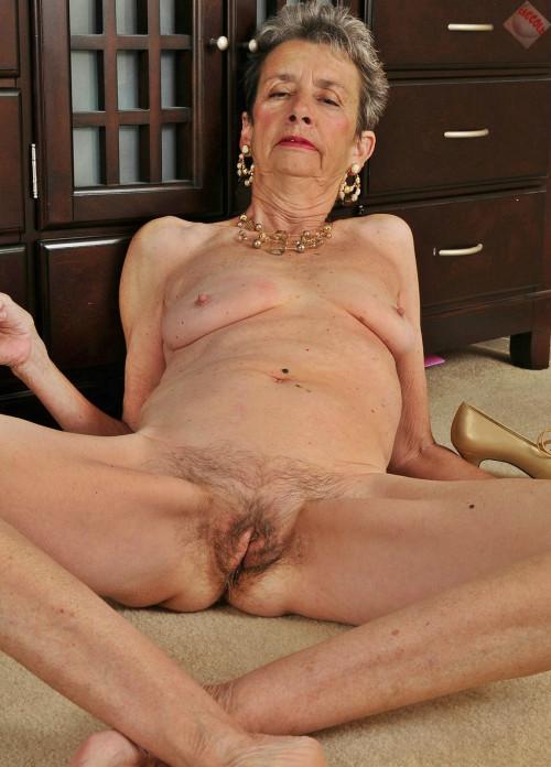Eating grandma pussy