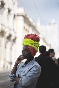 turbanista:  the-streetstyle:  Rua do Arsenal, Lisboavia chictoochic  Chic