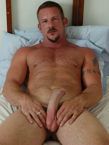 fuckyeahdaddies:  Hot Daddy!!!!