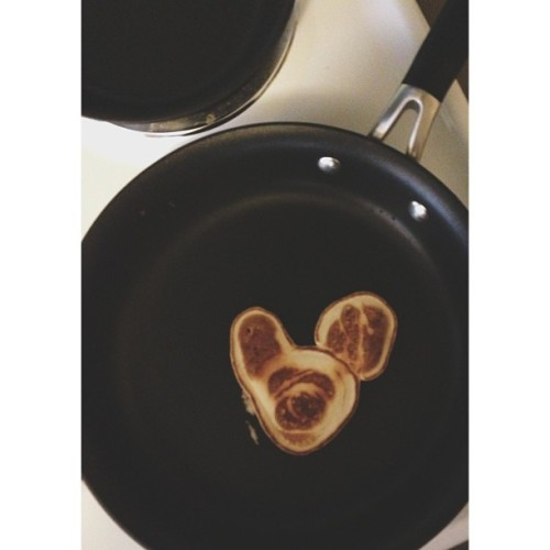 My attempt at a #frenchie pancake. IT HAS A FACE. This is my Jesus toast.