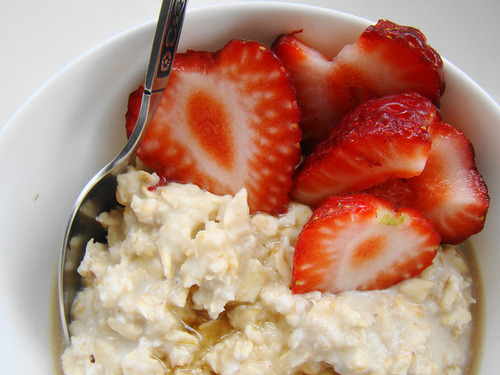 prettygirlfood:  Oatmeal w. Strawberries