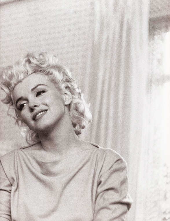 elsiemarinas:  Marilyn Monroe by Ed Feingersh, 1955.
