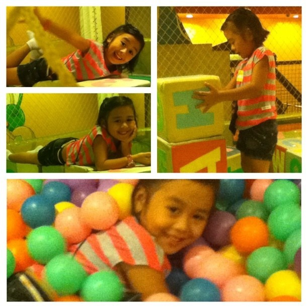 With Jillian earlier this afternoon. Ang hyper ng mga qtp2t kids these days! ♥ #kids #kiddo #instakids