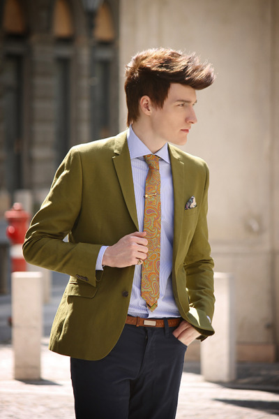 yourstyle-men:  szizoli:  http://lookbook.nu/look/4827337-Spadari-Milano-Shirt-John-Henric-Paisley-TieThanks to:www.spadarishirts.comwww.merrinandgussy.comwww.johnhenric.com  Your Style - Menwww.yourstyle-men.tumblr.com
