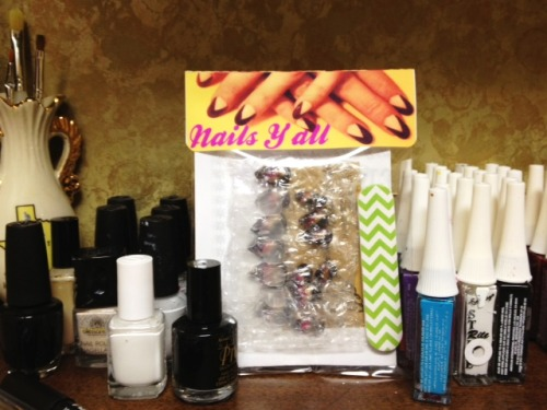 Snail mail! Get your fancy, custom press-on nails from the Nails Y'all Etsy shop! Handmade with lots of love (and a little bit of allergy medicine).