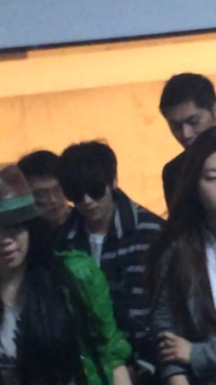 [PREVIEW] 150101 Shanghai Airport [8P] Tumblr_nhhdxjIzpC1ralgblo1_500