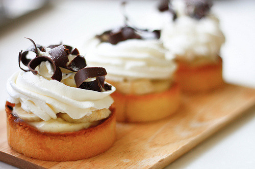 in-my-mouth:  Mini Banana Cream Pies