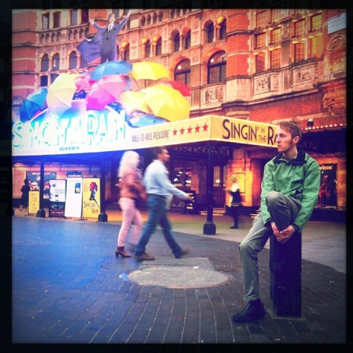#london #londoner #street #streetphoto #colorful #people #singingintherain #amazing #redhead #colors #hipsta #hipstamatic #mood #picoftheday #photooftheday