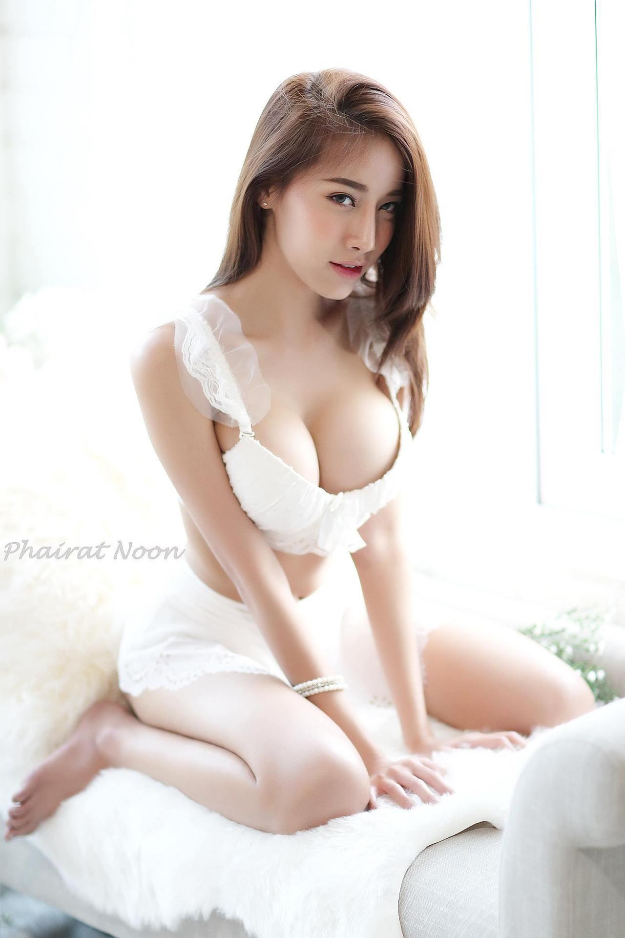 Pichana Yoosuk Sexy Lingerie Images
