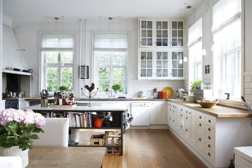gorgeous white kitchen (via Shoppable)