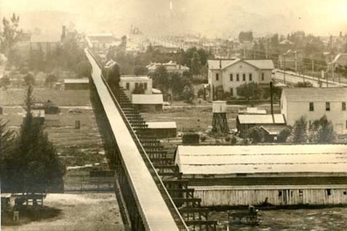 steadyblogging:  In 1897, a Bicycle Superhighway Was the Future of California Transit | Motherboard:  In 1897, a wealthy American businessman named Horace Dobbins began construction on a private, for-profit bicycle superhighway that would stretch from Pasadena to downtown Los Angeles. It may seem like a preposterous notion now—everyone knows Angelenos don't get out of their cars—but at the time, amidst the height of a pre-automobile worldwide cycling boom, the idea attracted the attention of some hugely powerful players. And it almost got built.