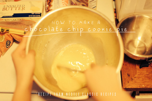 How to make a chocolate chip cookie pie (illustrated guide).