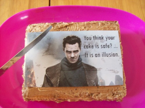 a-batch-of-fun:  my cake <3   LOOOOOOOL :DIF SOMEONE ASK ME, SAY I WILL LAUGH next 10 years.