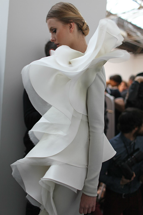 mode-et-modele:  Stephane Rolland S/S 2013 Haute Couture: Details*  love her lately so much…