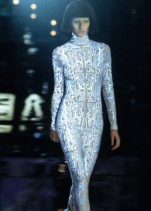 cityvillain:  Gisele Bündchen at Givenchy under Alexander McQueen, F/W 1999 McQueen's days at Givenchy were legendary.