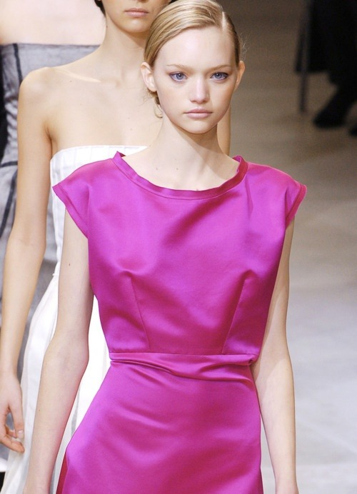 couture-lumineuse:  thechicdepartment:  JIL SANDER   Gemma at Jil Sander F/W 2004
