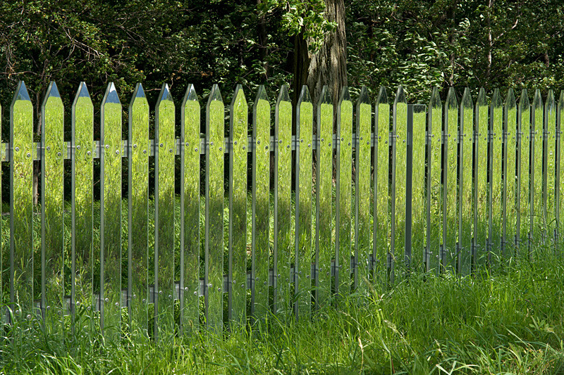randomc:  artruby:  Alyson Shotz, Mirror Fence (2003).  Awesome.   How to make a fence disappear.