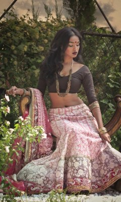 jaiking:  beautifulindianbrides:  Photo by:Janani Baskaran Outfit by:CTC West   Follow me at http://jaiking.tumblr.com/ You'll be glad you did.