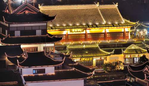 scentofapassion:  Black and Gold by Wei Fang ~ Traditional Chinese architecture in Shanghai