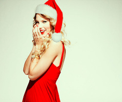 gretavannini:  Santa Taylor Swift
