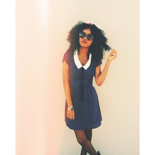 Me posing for the camera :) ⚓ #fashion #chic #seachic #stylish #curlyhair #bighair