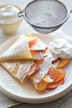 dulcetdecember:  (via Peaches & Cream Crepes)