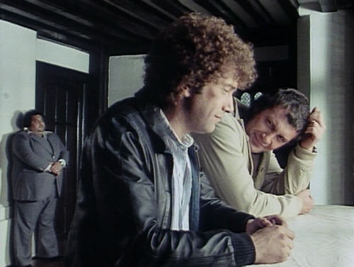 Chatting………..love how Bodie looks at Doyle here.