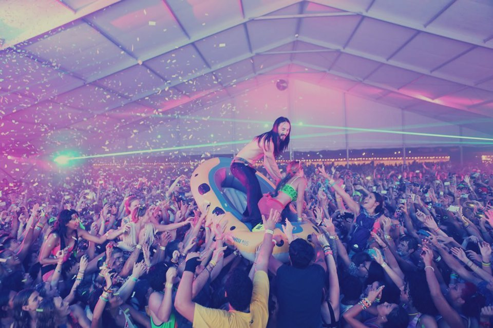 peopleofparty:  Steve Aoki                                     ____ Crowd Surfing____