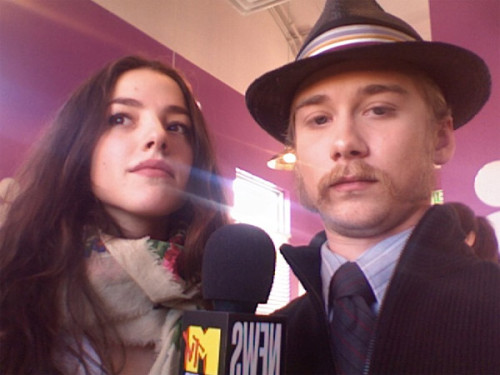 fuckyeahloutaylorpucci:  With Olivia Thirlby. 2009.  look at that squishy face ugh