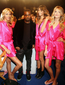 vsmodelsandangels:  Anja,Chanel and Lily D with Kanye VSFS 2011 backstage