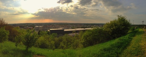 kennyjb:  A view of Grand Rapids  I love North Hollywood and I could live here…but I'm missing home!