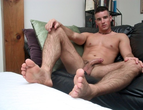 unloadyourload:  One Hot Man  I'm a sucker for hairy legs!!