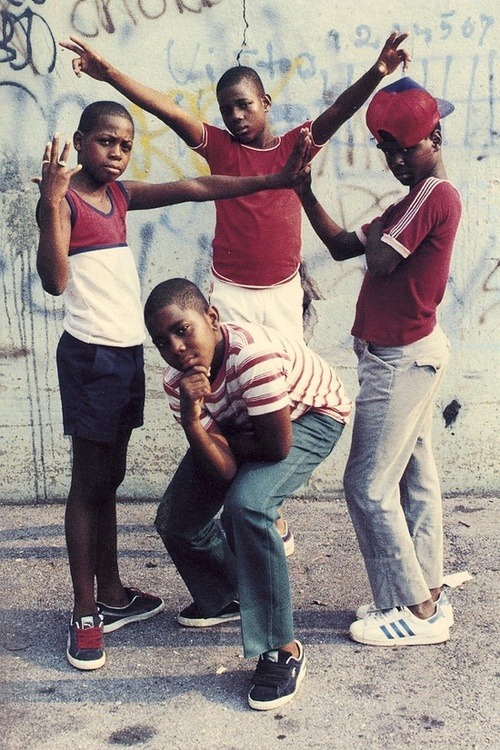 lucschol:  INSPIRATION: Jamel Shabazz 'Jamel Shabazz is a legendary street photographer from New York, who was born in 1960 and came to be one of the most influential and important photographers of the late 20th century. He is most famous for his photos of Brooklyn's dynamic street life, from the 1980s until now. At the age of fifteen, he got his first camera, a 110 Kodak Instamatic, and he began to photograph his friends and family. A couple of years later, he bought a Canon AE-1 and started his 35-year journey documenting various cultures and people. His pictures include prostitutes, criminals, pimps, young rappers, school girls, and how the rough Brooklyn life had influenced them.' http://www.jamelshabazz.com