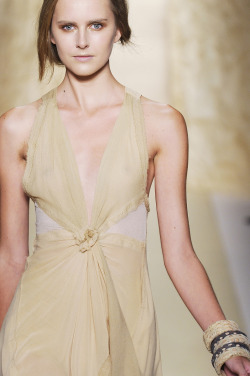 lovelostfashionfound:  Lisanne De Jong - Donna Karan SS 2011