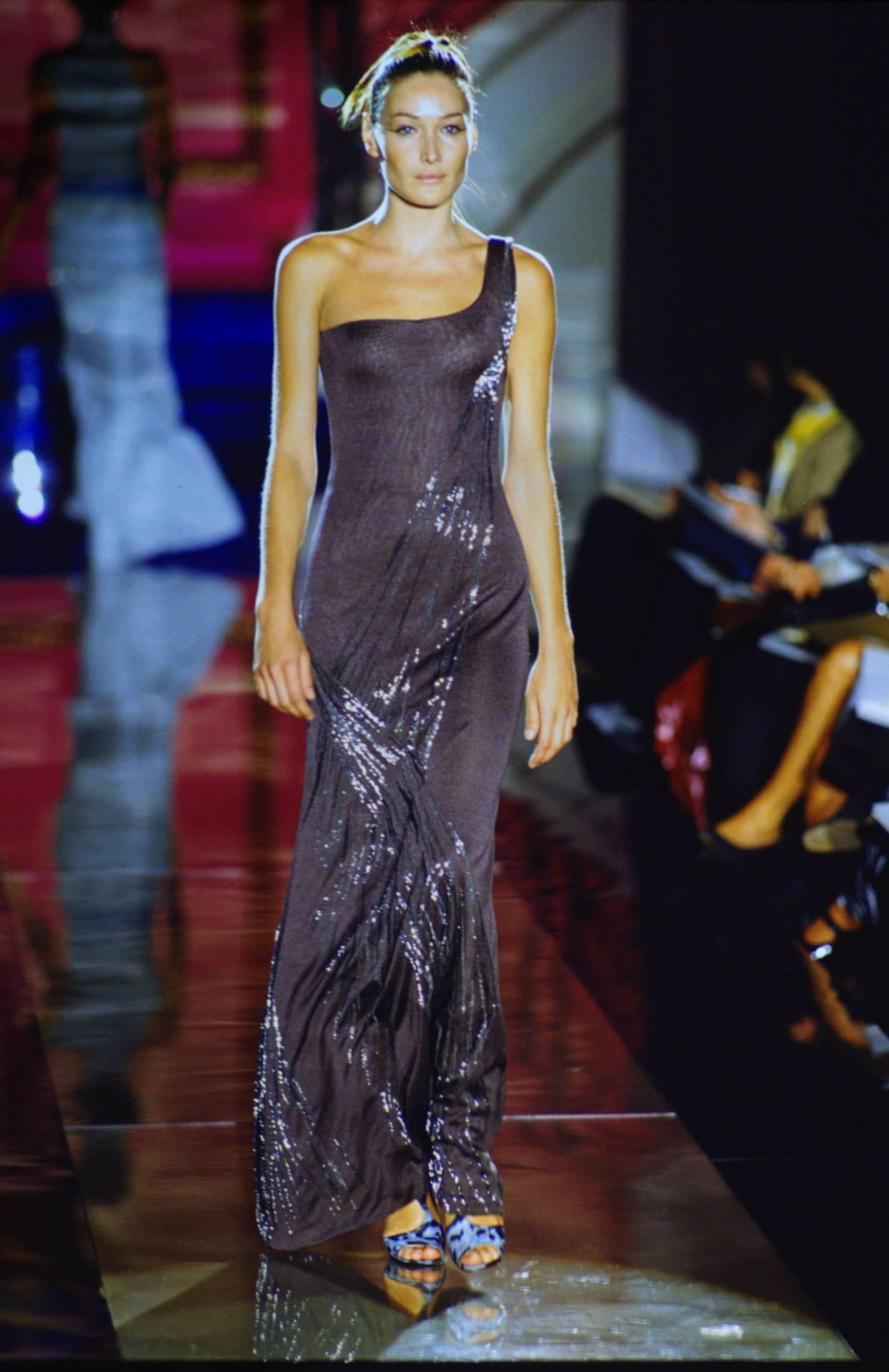 Atelier Versace Fall/Winter 1996Model: Carla Bruni #carla bruni#runway#90s#atelier versace#runwayvault