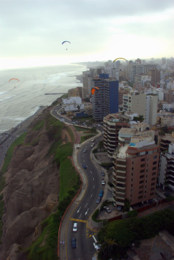 travelingcolors:  Cliffside, Lima | Peru (by afterw0rdz)  Lima la gris