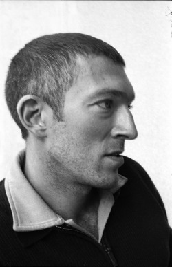 miguelvillalobos:  VINCENT CASSEL BY MIGUEL VILLALOBOS  *dreamy sigh* in spite of the lack of hair.